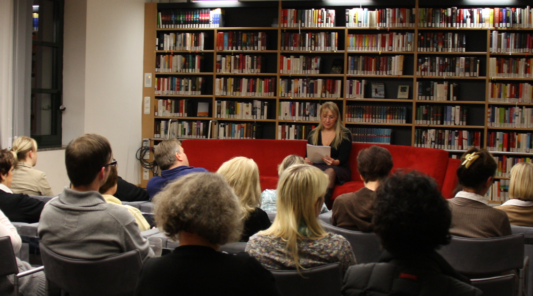 "Dagmar Schmidbauer liest aus ""Marionette des Teufels"""