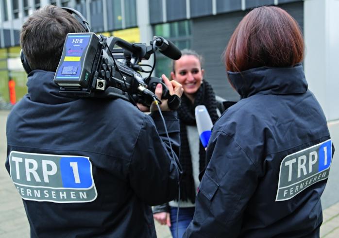 TRP1 Reporter bei der Berichterstattung vor Ort