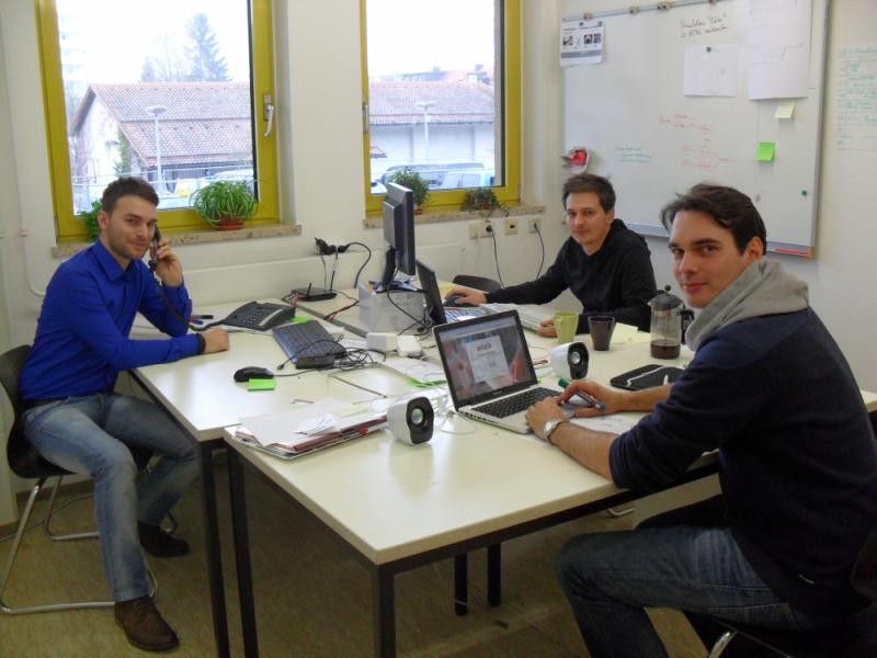 Vorbereitung auf den offiziellen Launch: (v. L.) Stefan, Florian und Simon