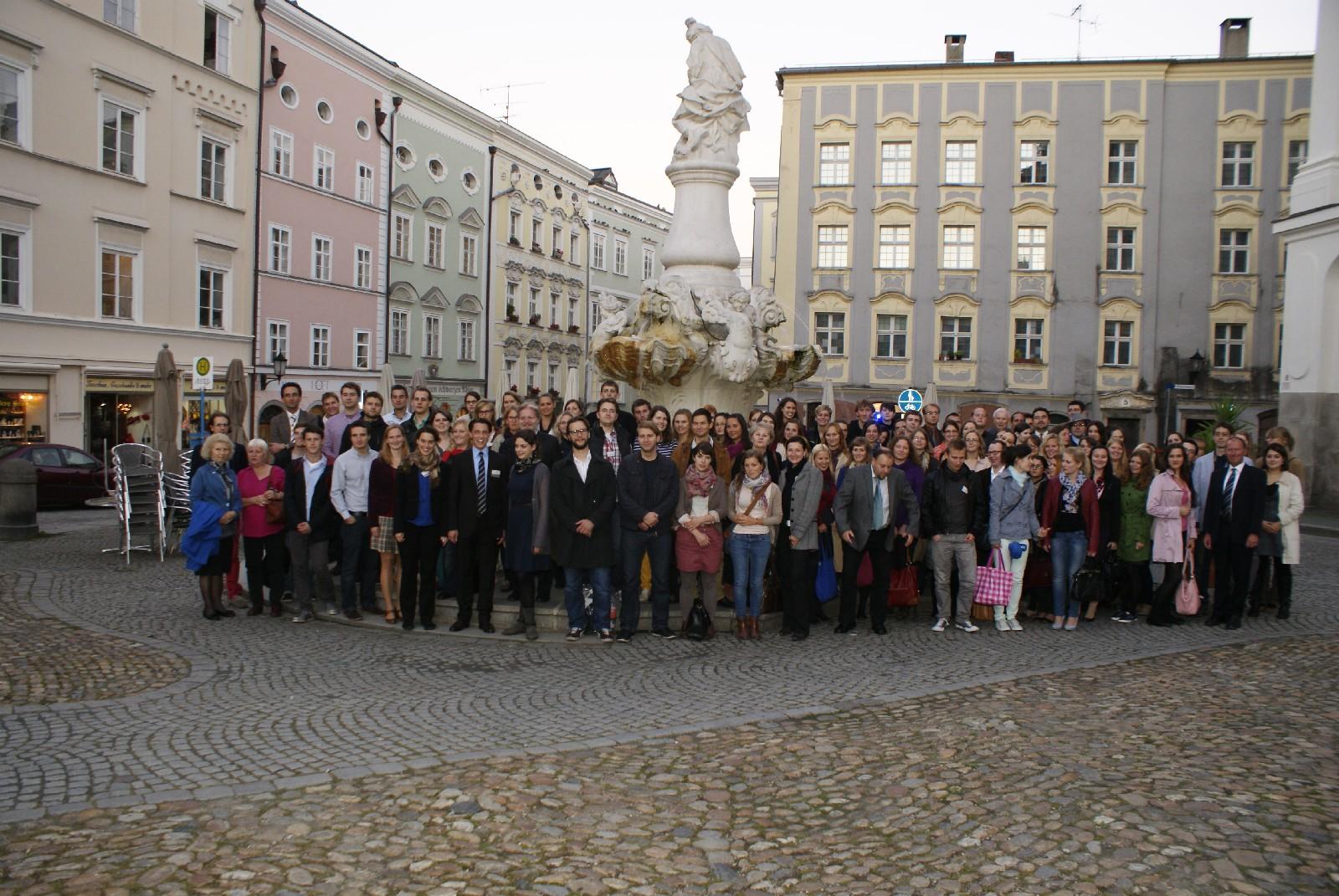 Die Teilnehmer und Teilnehmerinnen des Deutsch-Tschechischen Rechtsfestivals