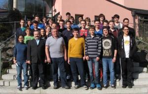Die Teilnehmerinnen und Teilnehmer des Mathe-Workshops mit den Betreuerinnen und Betreuern sowie den Veranstaltern Prof. Dr. Martin Kreuzer (2.v.l.), Lehrstuhl für Mathematik mit Schwerpunkt Symbolic Computation, und Dr. Erich Fuchs (3.v.l), Institut FORWISS.