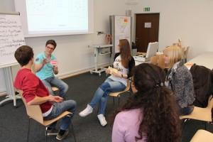 """Beim Qualifizierungsprogramm """"Fit fürs Tutorium"""" werden Tutorinnen und Tutoren der Universität Passau beim Rollenwechsel vom Lernenden zum Lehrenden unterstützt."""