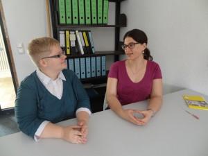 Ute Hager und Maria Hausberger in ihrer Lerngruppe