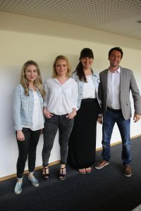 Gruppenfoto von den Referentinnen, Julia Lohfink, Constanze Seibel, Veronika Hackl, und Gründungsberater, Stefan Jelinek
