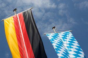 Deutsche und bayerische Flagge