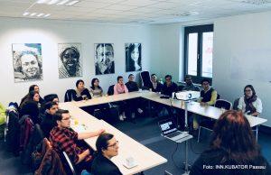 Gruppe von Studierenden im Digitalen Gründerzentrum Niederbayern