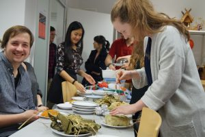 Das gemeinsame Essen ist ein wichtiger Bestandteil des vietnamesischen Neujahrsfests Tết.