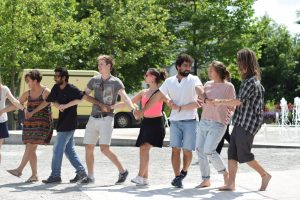 Tanzende Menschengruppe beim Passauer Kultur Jam 2017