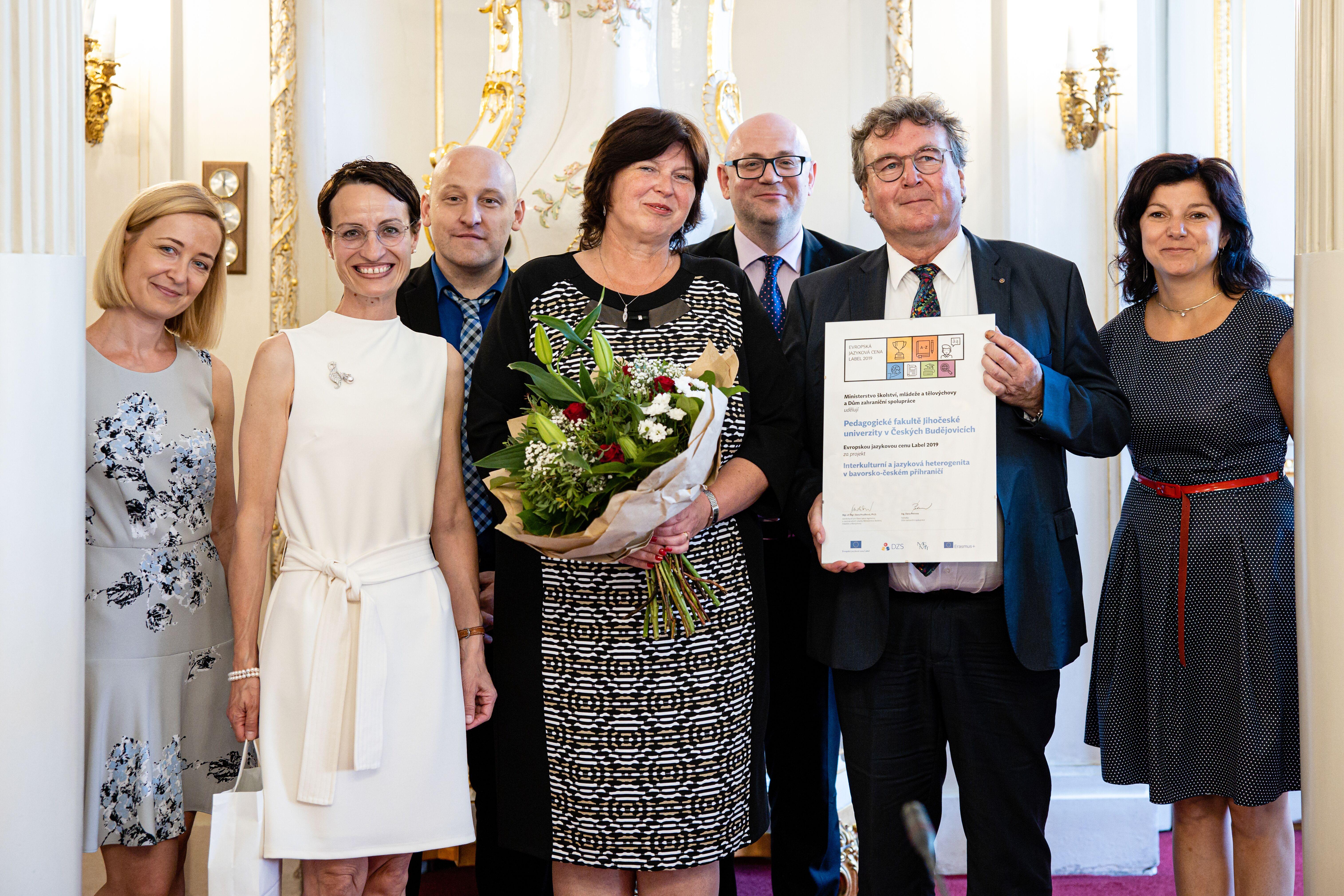 Die am Projekt Beteiligten freuen sich über die Auszeichnung in Prag