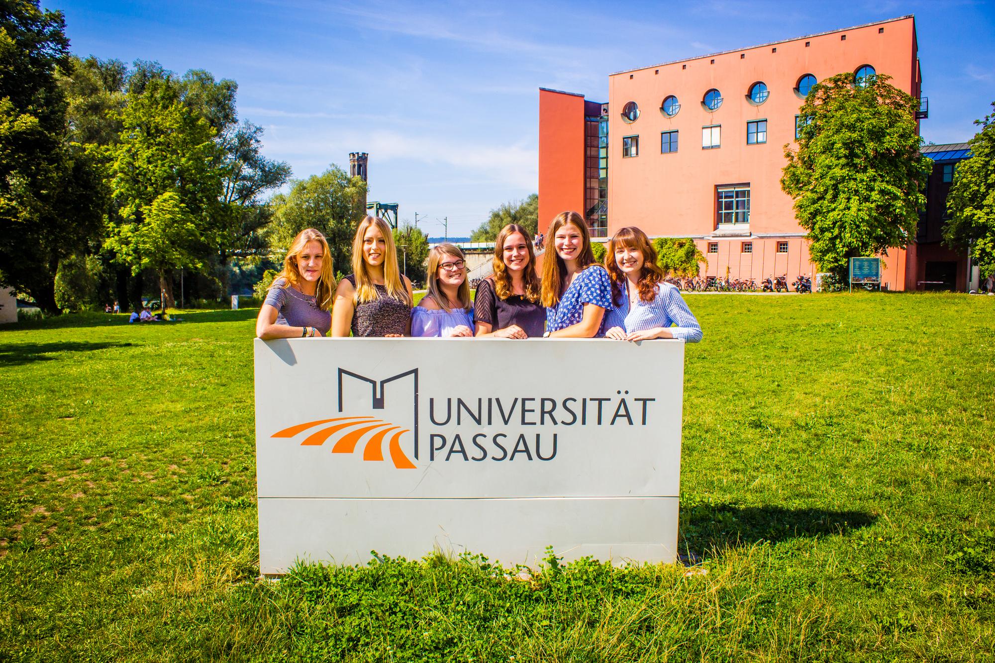Der studentische Vorstand des kuwi netzwerks heißt die neuen Studierenden herzlich Willkommen.