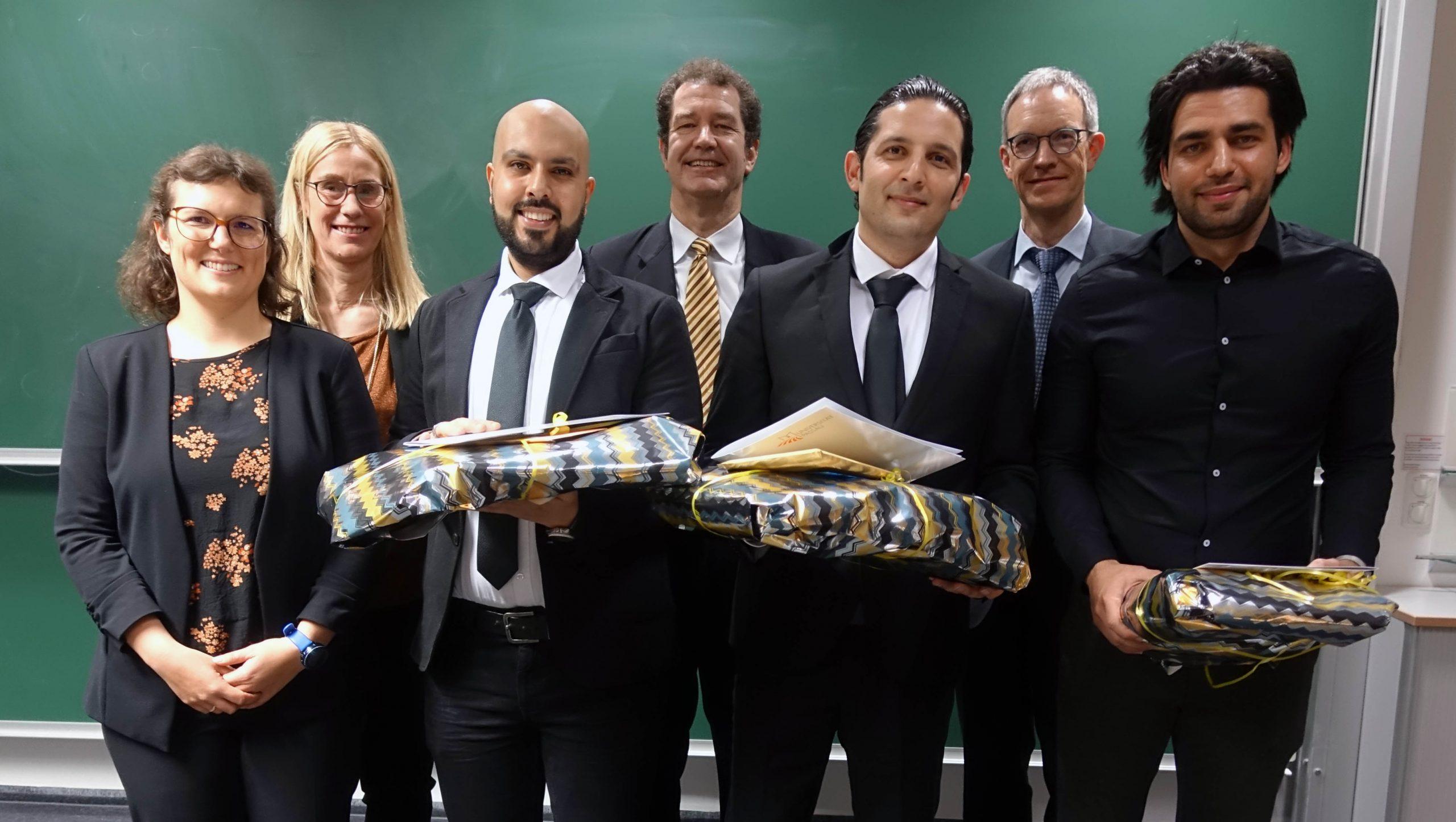 Die ersten Studienabsolventen des Refugee Programme